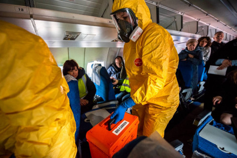 Российским стюардессам доплатят за рейсы с чихающими китайцами