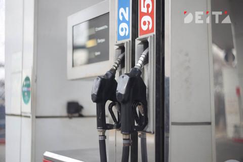 Водителям объяснили, почему нельзя заливать топливо до полного бака
