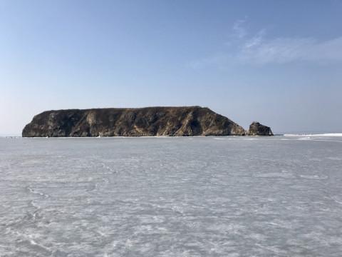«Не стоит оно того»:  машины провалились на льду близ Владивостока