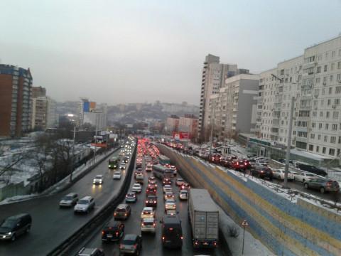 «Улица полностью стоит» - горожане с трудом доезжают на работу
