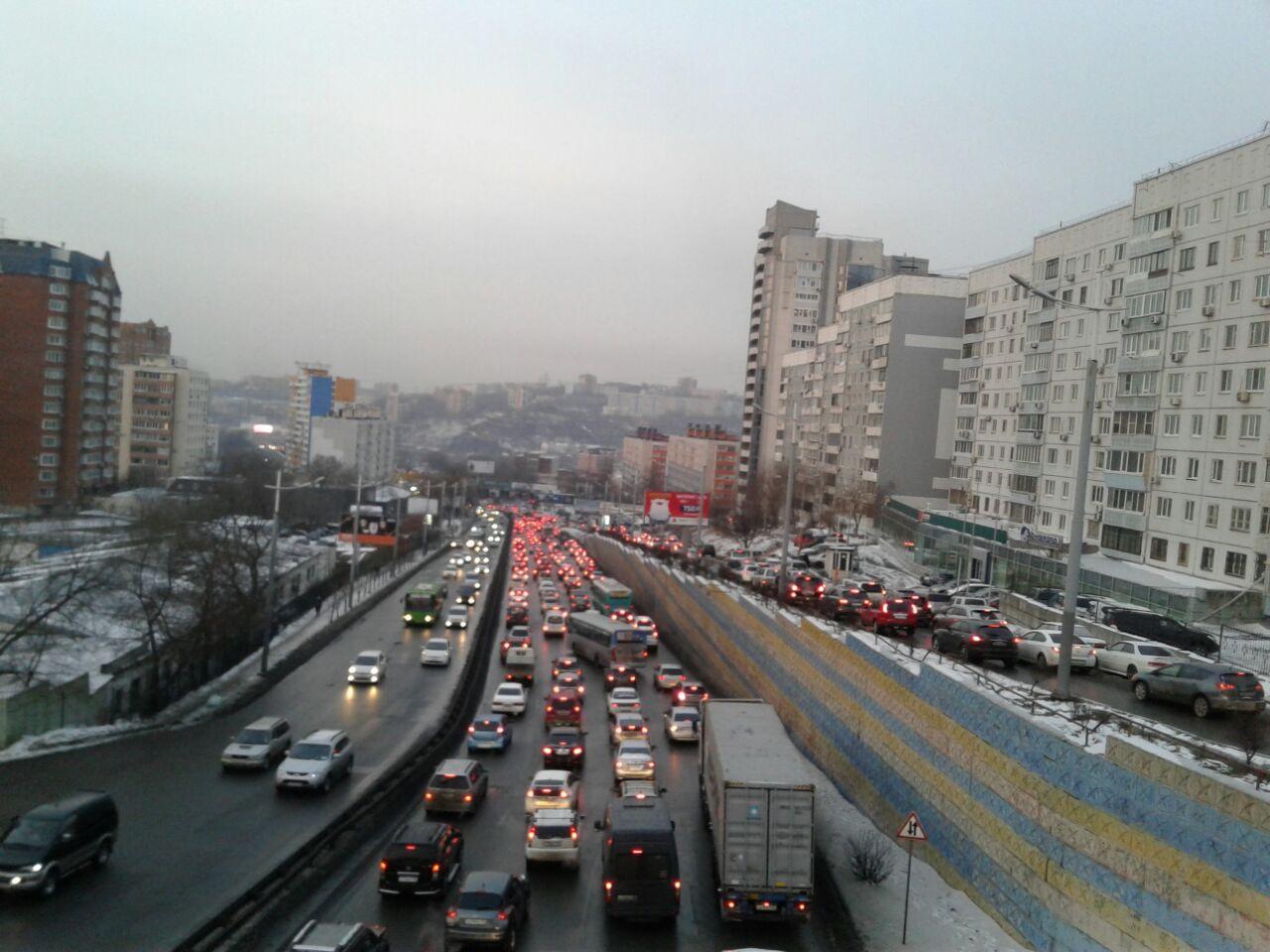 «Дикий гололед» - Девятибалльные пробки заблокировали дороги Владивостока