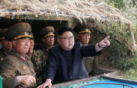 Ким Чен Ын стреляет по Японскому морю
