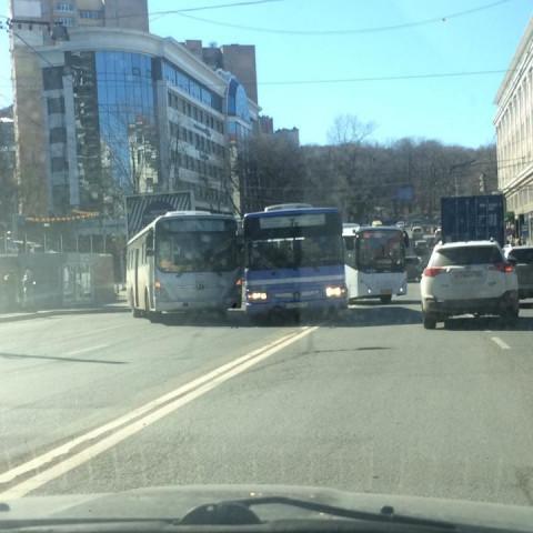 Сразу три автобуса столкнулись во Владивостоке