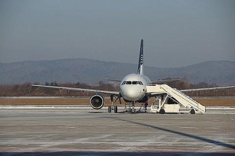 Капитан самолета выпрыгнул из кабины от коронавирусного пассажира