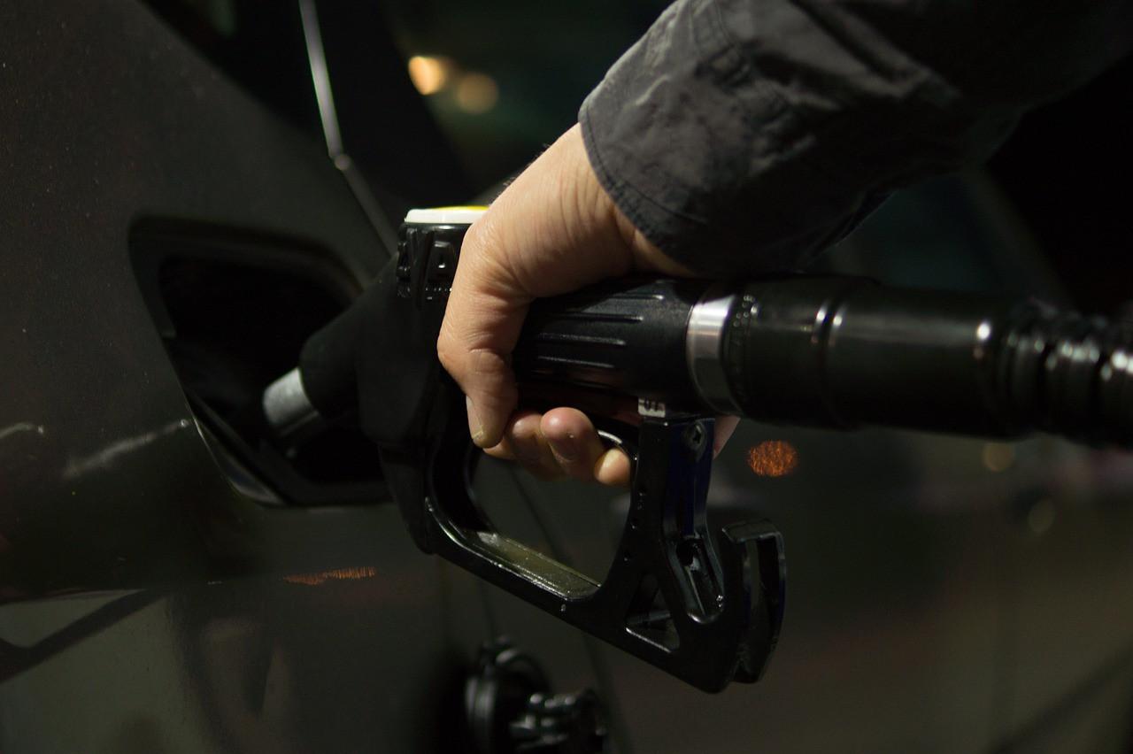 Сатановский: Россия будет закупать бензин в Европе