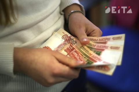 Экономисты советуют россиянам без сбережений откладывать треть от зарплаты