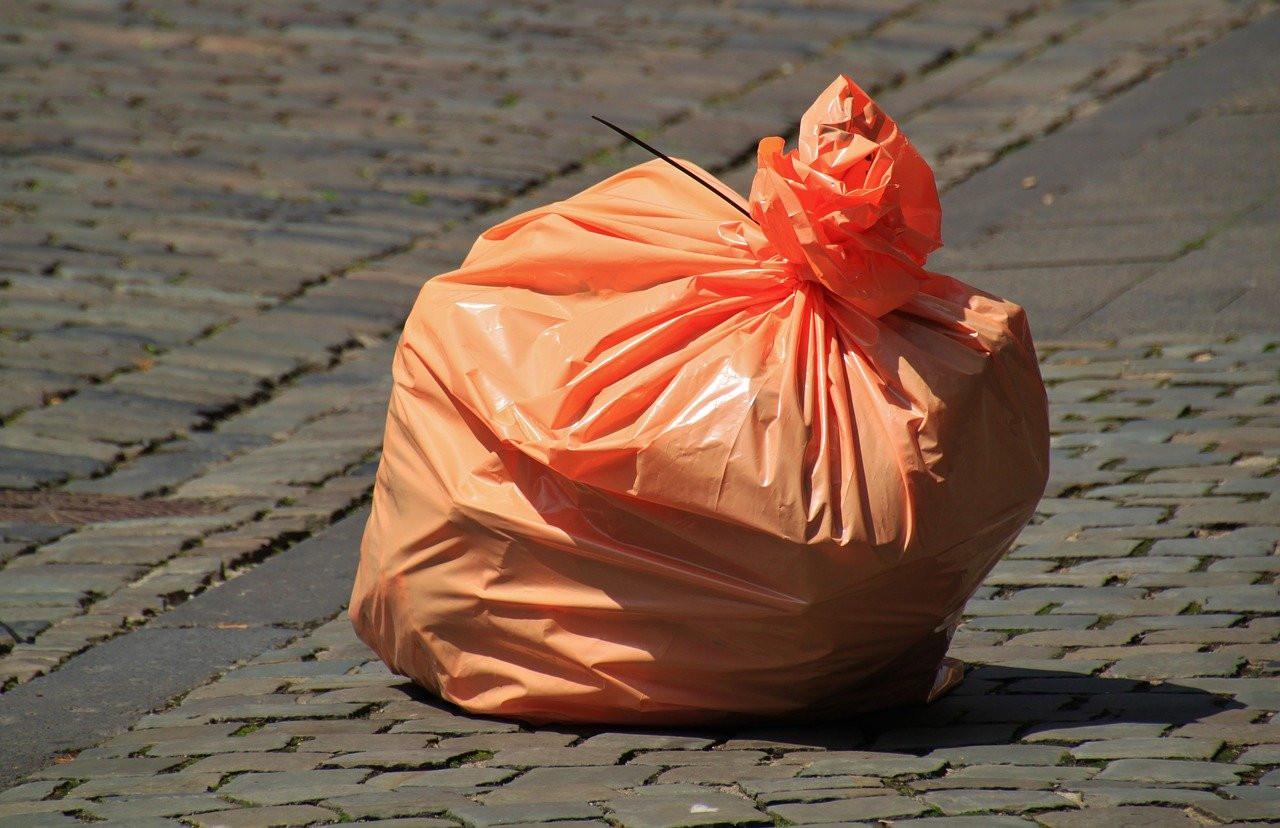 Три британских медсестры заразились коронавирусом, работая в мусорных мешках