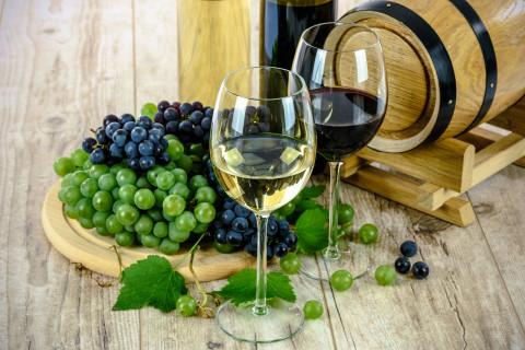 Чиновники не смогут купить импортные помидоры и вино