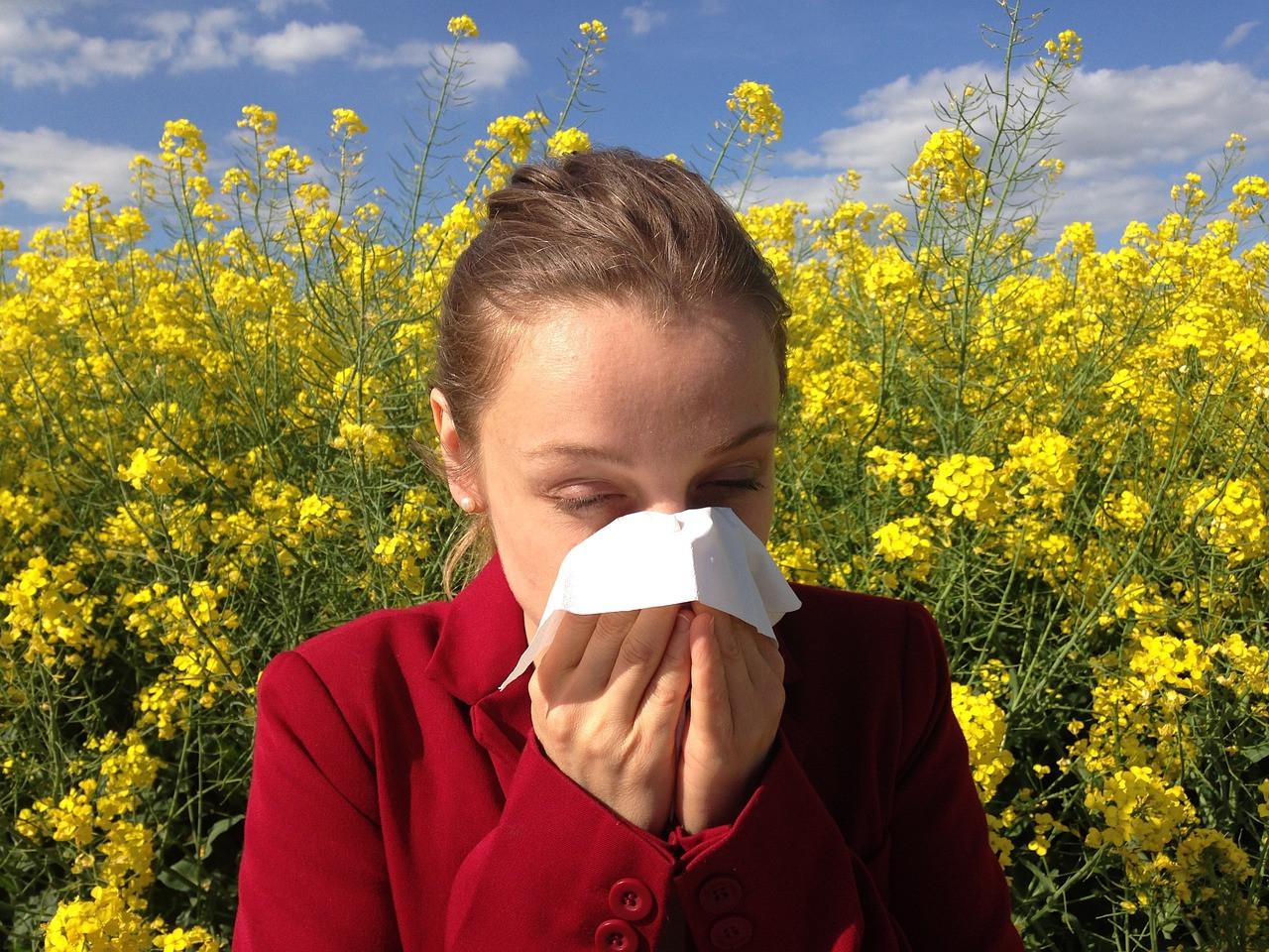 Аллергикам посоветовали особенно строго соблюдать самоизоляцию