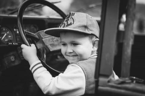Приморцы посадили за руль полуторогодовалого ребенка и поплатились