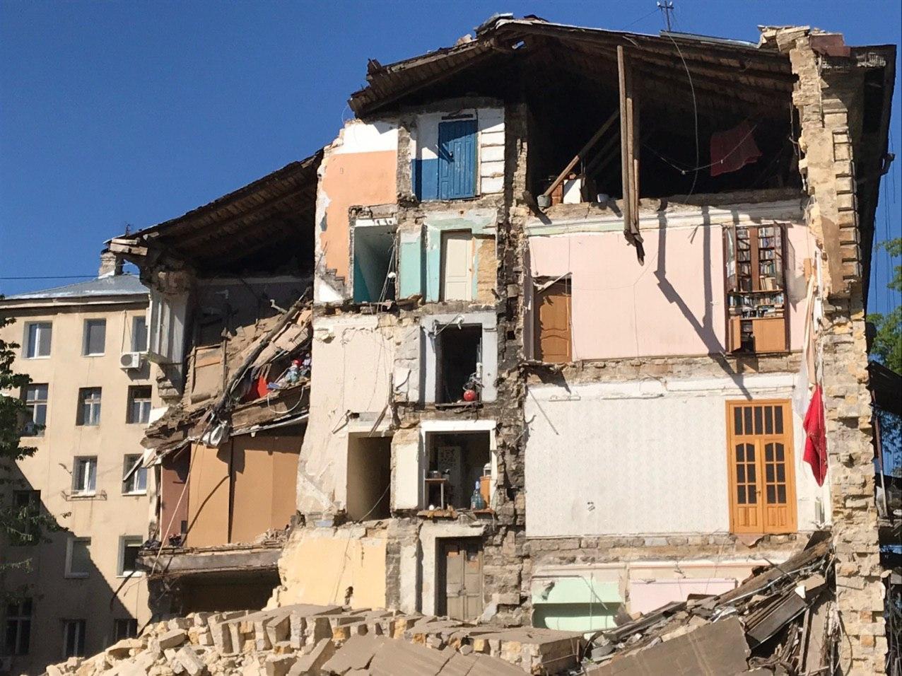 Стена жилого дома рухнула в Одессе