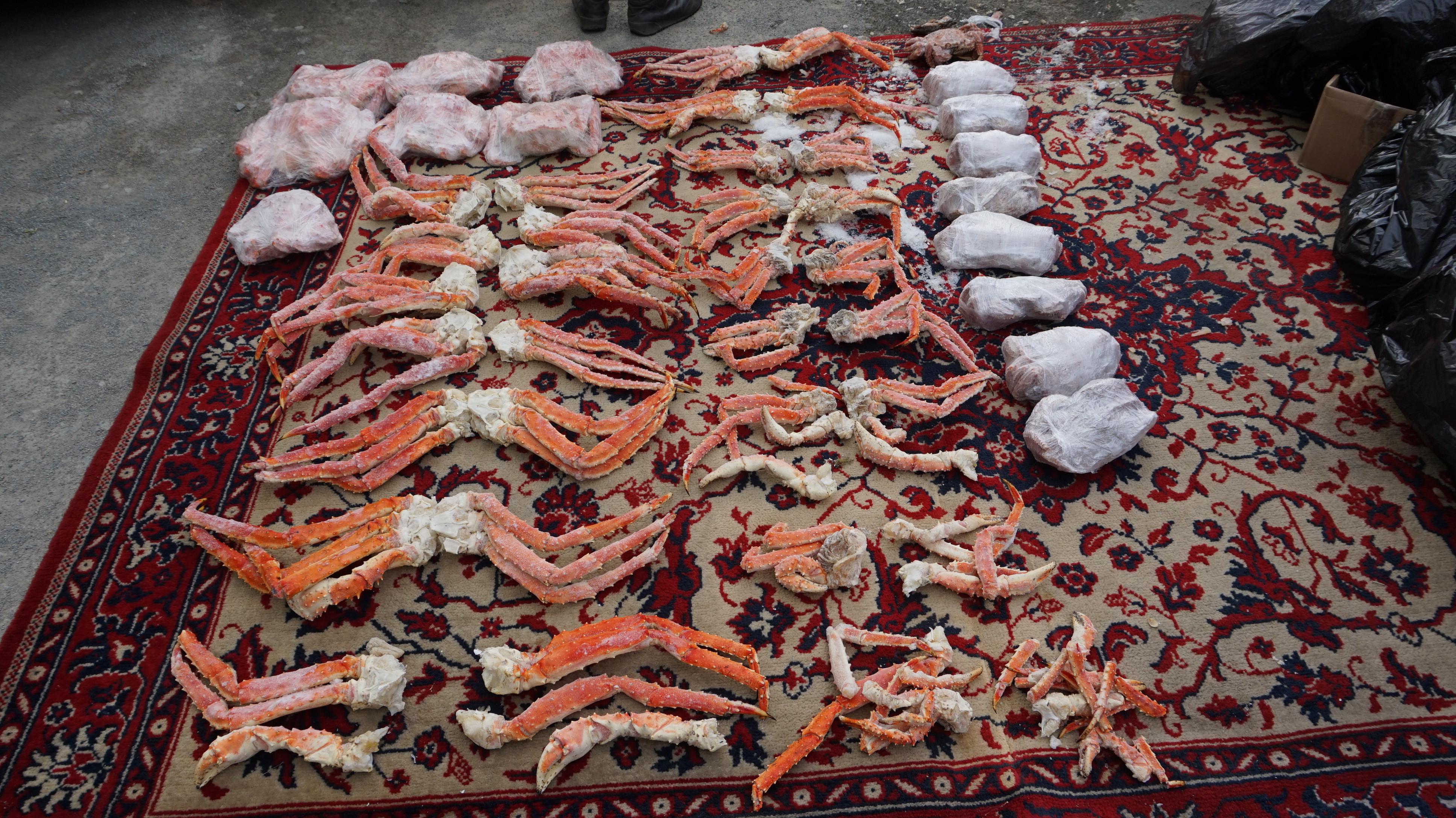 Нелегальные цеха с 4 тоннами морепродуктов нашли в Приморье