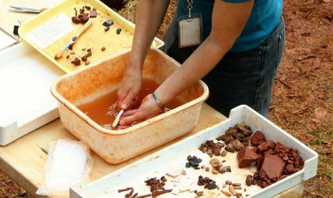 Кувшин возрастом 2000 лет с неизвестной жидкостью нашли в Китае