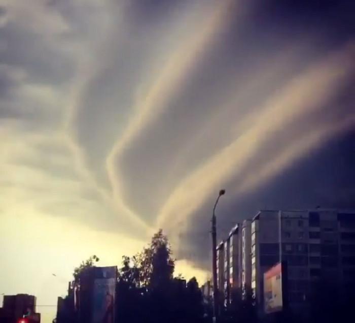 Россиян предупреждают о сильнейших ураганах и смерчах
