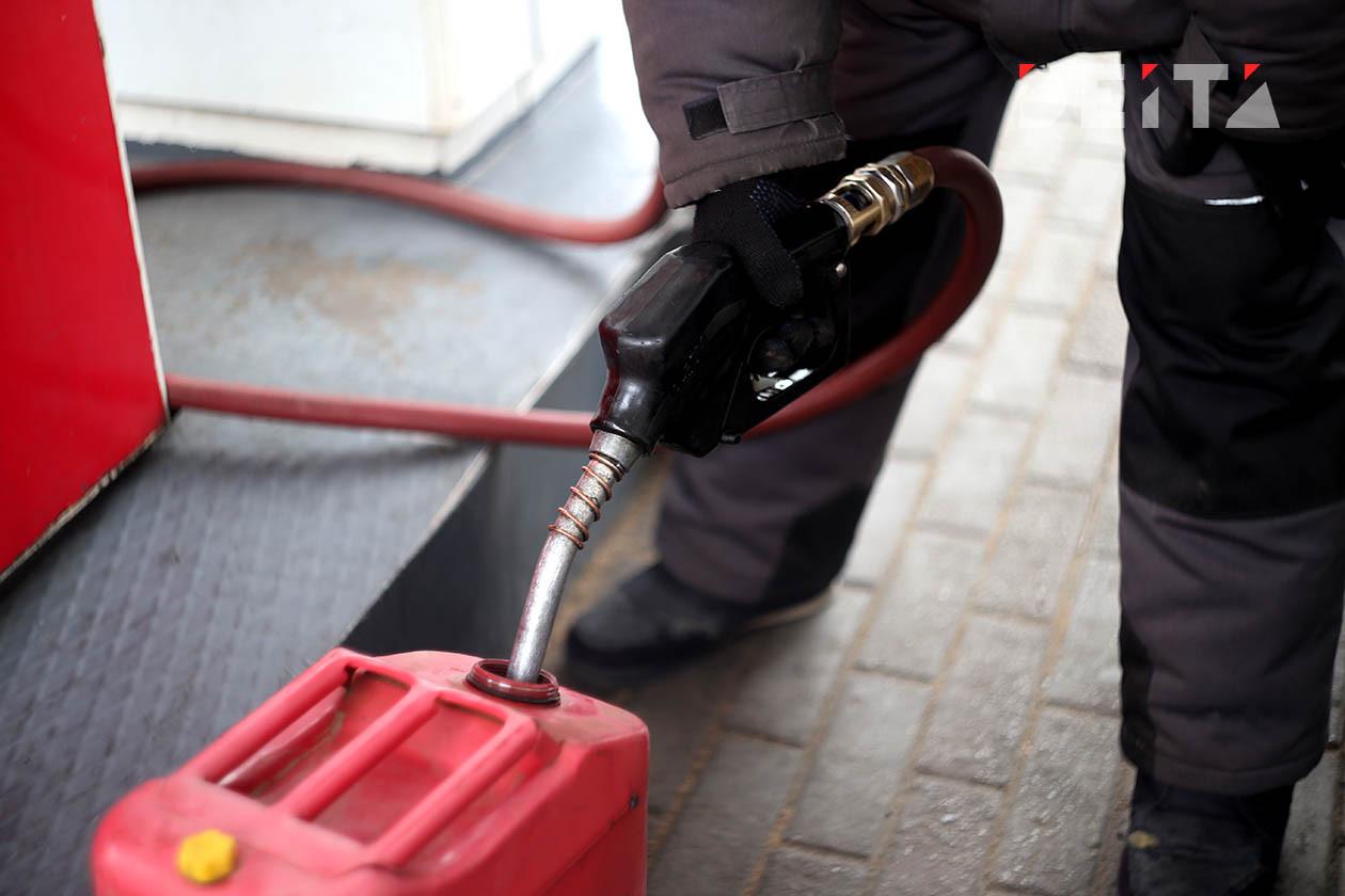 В России подешевело производство бензина
