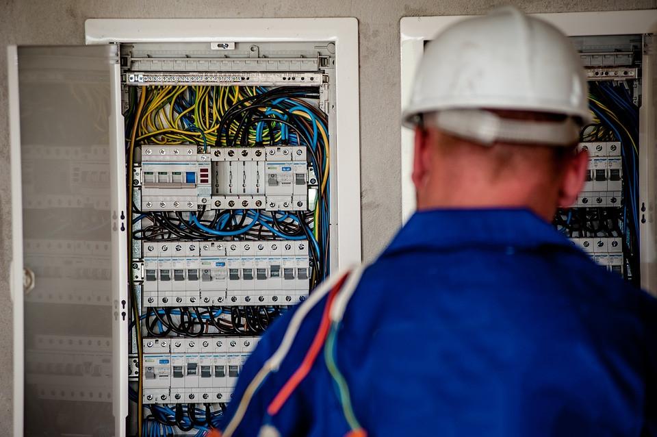 Приморцев предупреждают о появлении лже-электриков