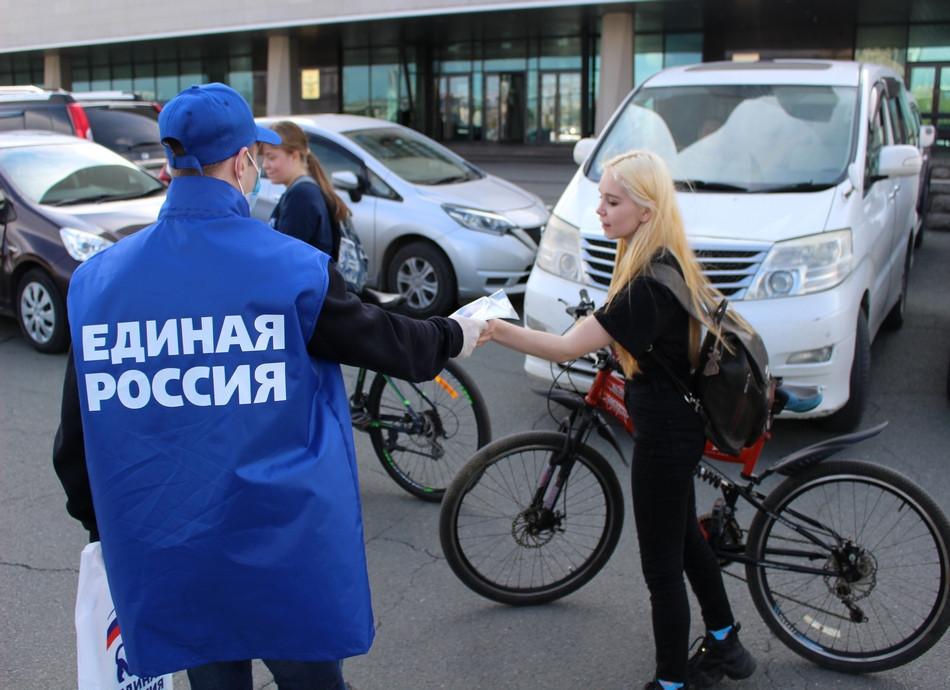 Волонтеры «Единой России» раздадут 150 тысяч защитных масок в Приморье