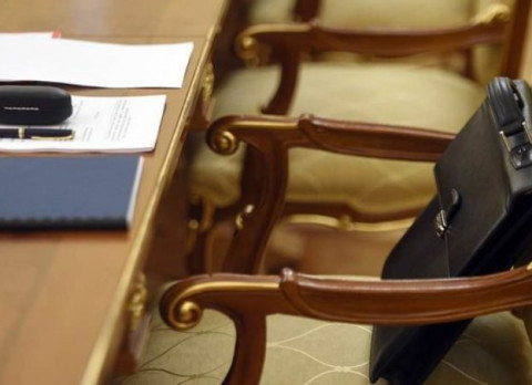 Политолог: иск экс-губернатора возвращает региональную политику