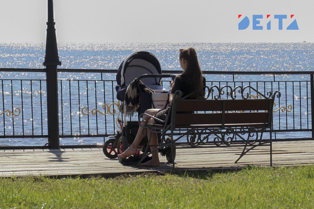 Путинские 10 тысяч на детей начали выплачивать родителям