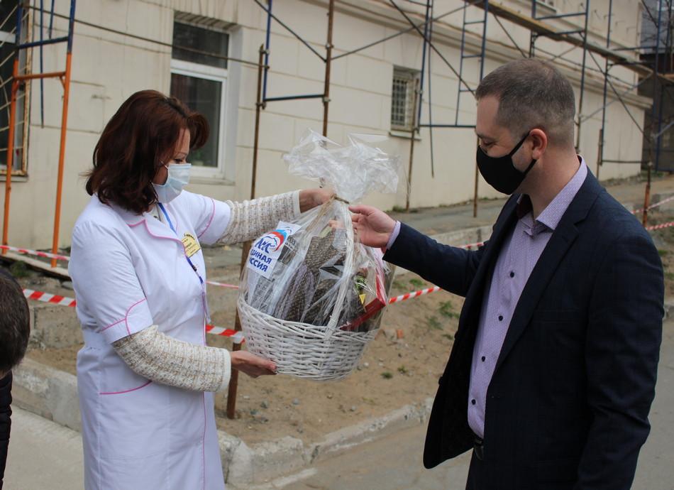 Для больниц закупят дополнительно защитные костюмы