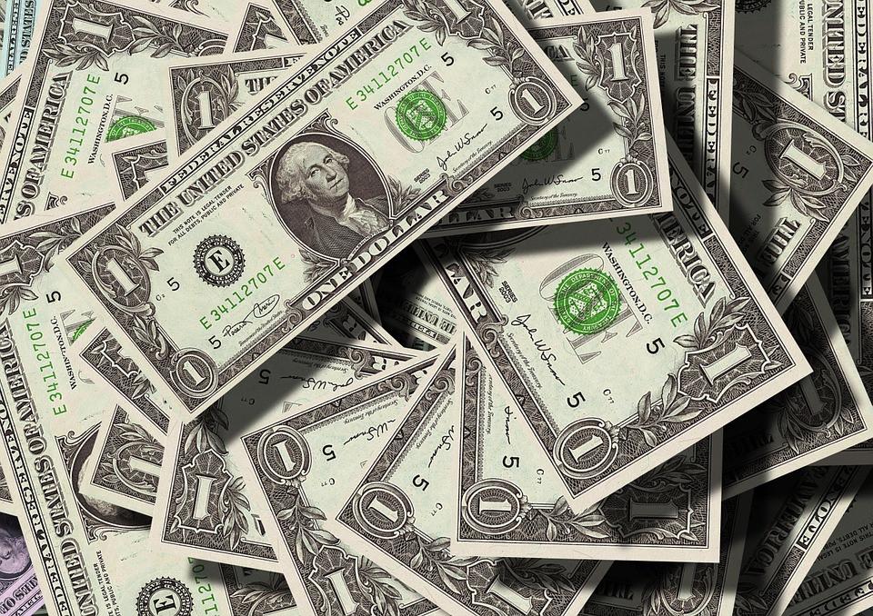 Сбербанк делает долларовые вклады менее выгодными