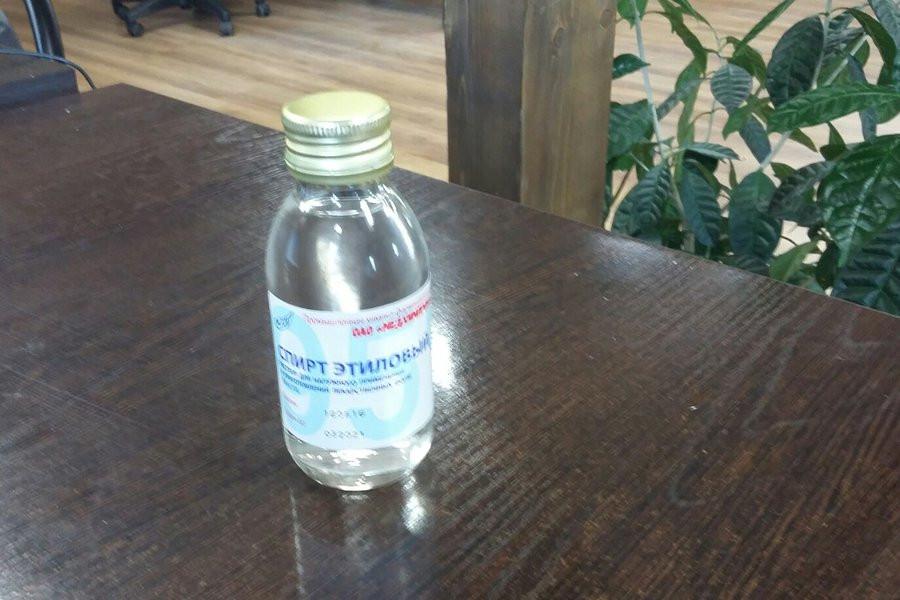Рецепт мечты: российским докторам прописали полоскать горло спиртом