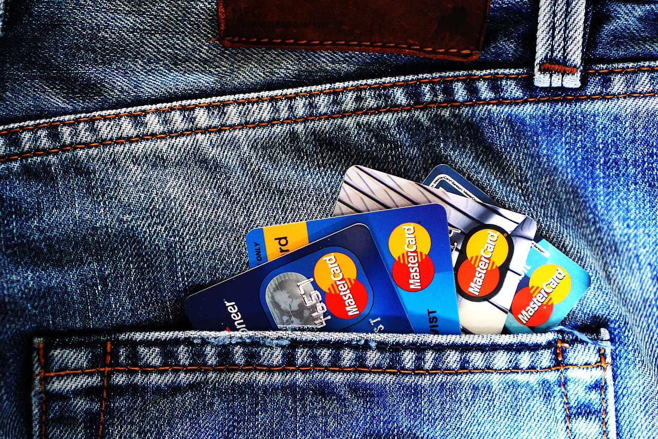 Не влезть в долги с кредиткой помогут нехитрые шаги