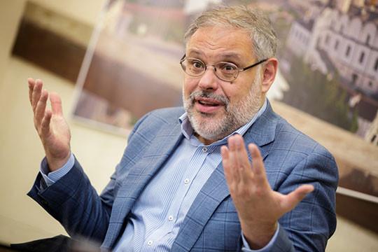 Экономист Михаил Хазин предсказал девальвацию рубля и падение уровня жизни