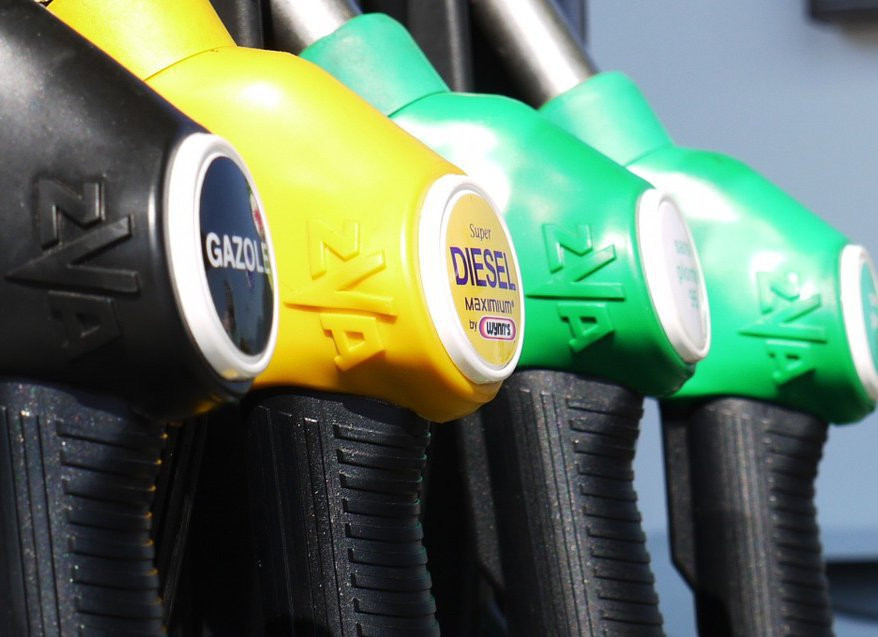 Запасы бензина сокращаются в России