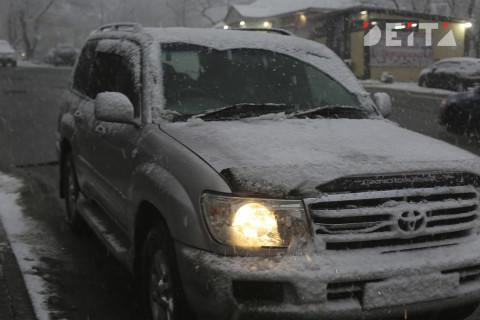 В снежное воскресное утро владивостокцы предпочли не выезжать на дороги