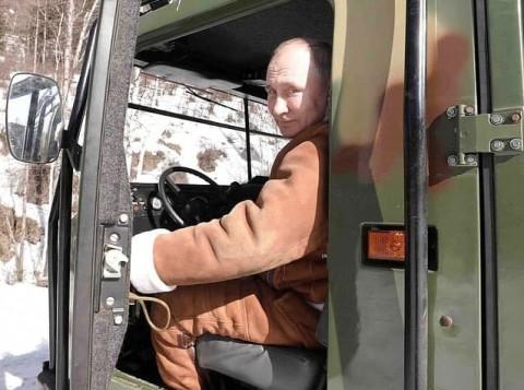 Путин отправился в тайгу с Шойгу