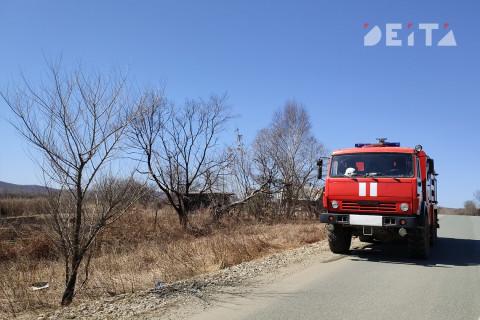 Автомобиль сгорел на трассе под Владивостоком