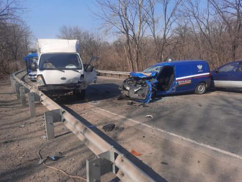 Пенсионер спровоцировал ДТП на почтовом фургоне во Владивостоке