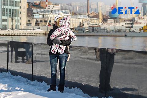Мамам полностью оплатят больничный по уходу за детьми- Путин