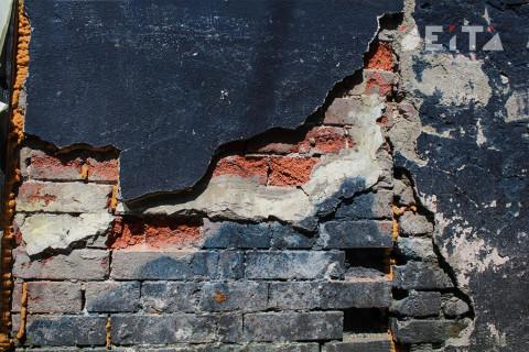 Дом приморца пострадал из-за взрывных работ на карьере