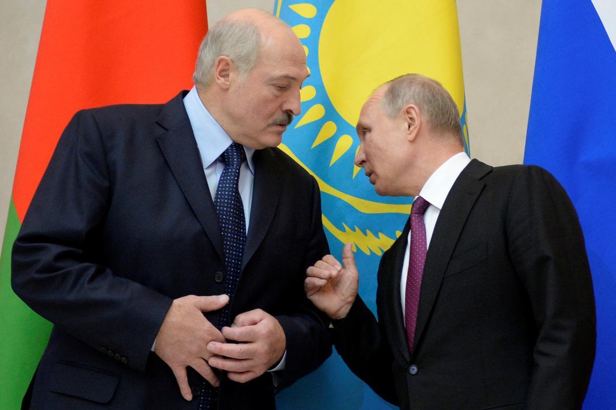 Лукашенко пытается сыграть роль Путина