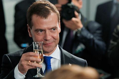 Россия сопьется: Онищенко раскритиковал идею Медведева