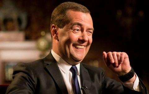 Медведев призвал вернуться к четырехдневной рабочей неделе