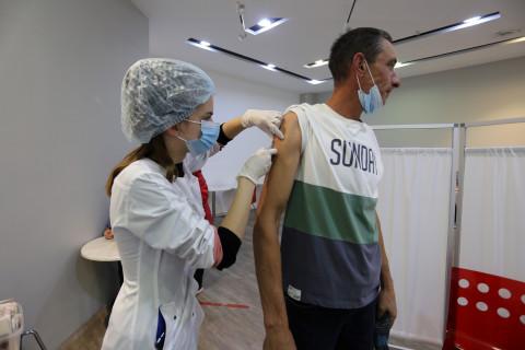 Приморцы снова начали массово вакцинироваться от COVID-19