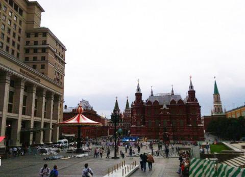 «Сбер» оценил риск заразиться COVID в Москве и во Владивостоке