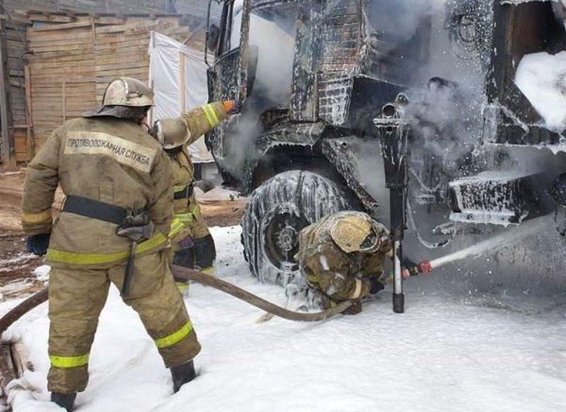 Мощный пожар произошёл в промзоне Владивостока
