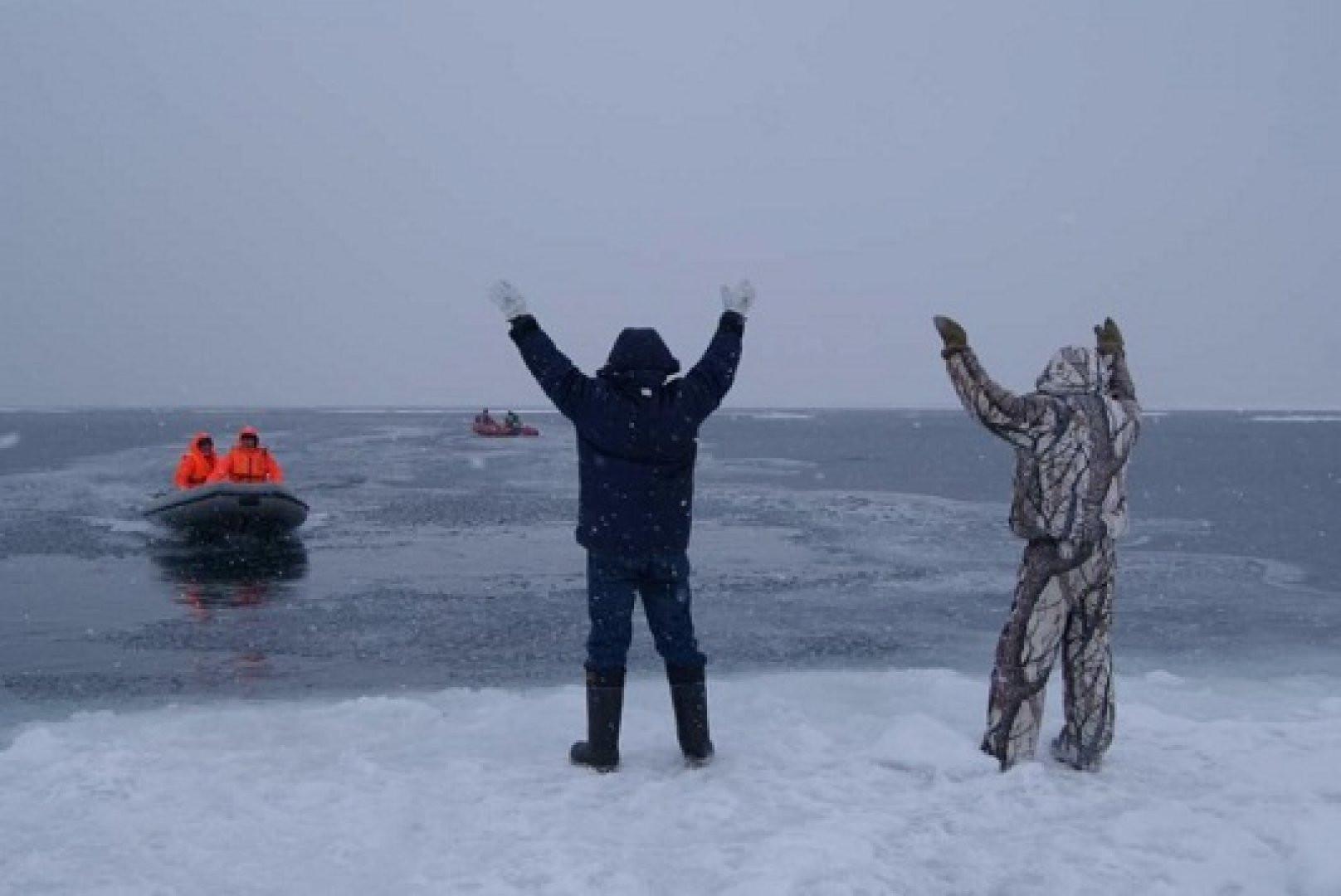 Что делать, если оказался на льдине, которую уносит от берега