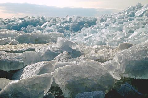 Амур разбушевался: ледоходом снесло хабаровскую набережную