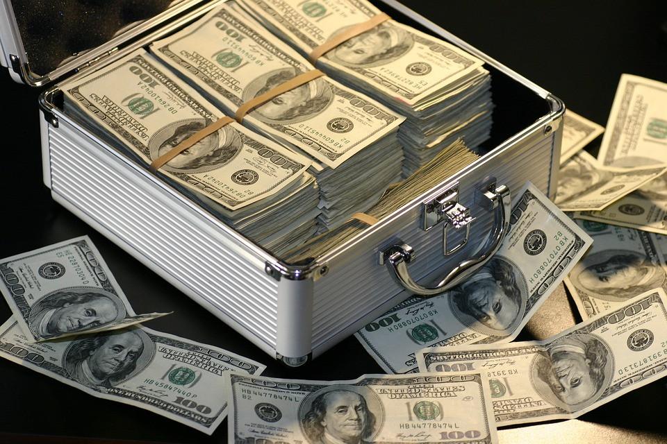 «Ниже не будет, а выше точно»: эксперт посоветовал покупать доллары сейчас