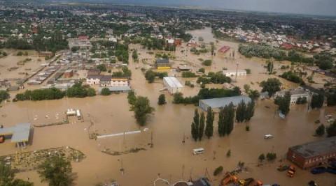 В затопленном Крыму закрыли пляжи