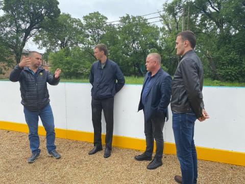 Новые хоккейные коробки установили в Уссурийске