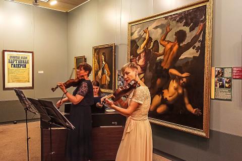 55 историй Приморской картинной галереи: неделя премьер открылась выставкой