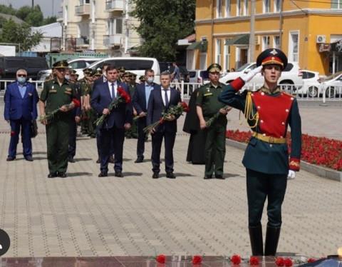 Приморские кикбоксеры возложили цветы в День памяти и скорби