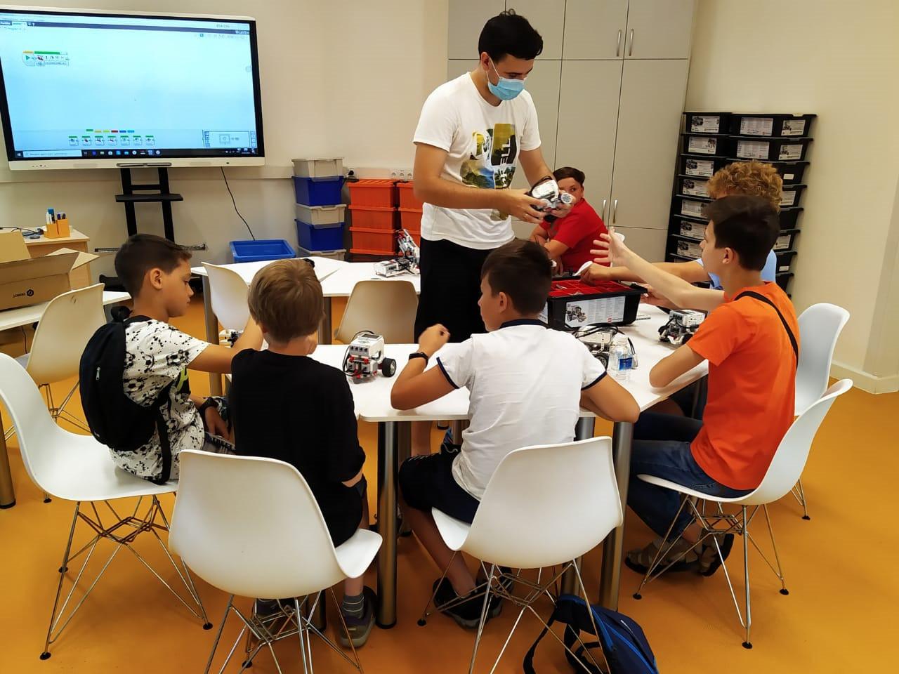 Школьники Приморья активно принимают участие в «Инженерных каникулах»