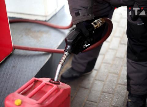 Цены на бензин в России снизились впервые за полгода